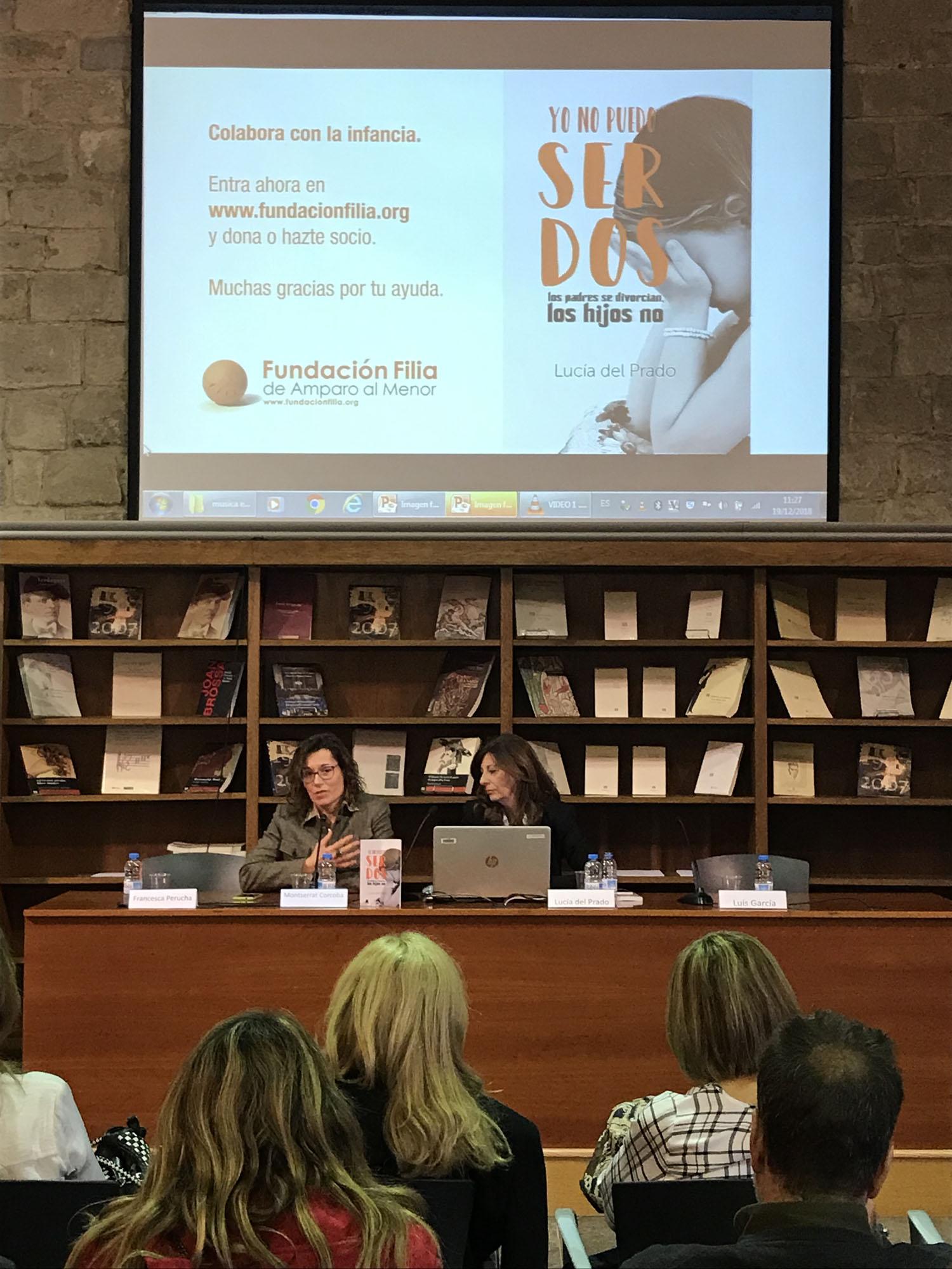 Montserrat Corcoba y Lucia del Prado en la presentación del libro NO PUEDO SER DOS